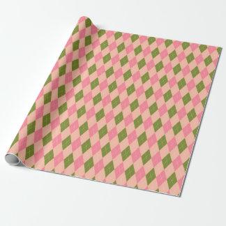 かわいらしいピンクおよび緑のアーガイル柄のなダイヤモンドパターン ラッピングペーパー