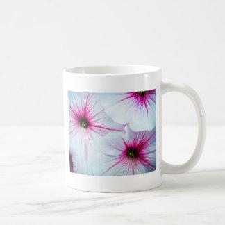 かわいらしいピンクのペチュニア コーヒーマグカップ