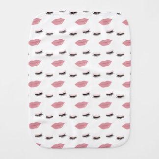 かわいらしいピンクの唇のバープクロス バープクロス