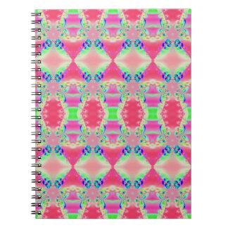 かわいらしいピンクの緑パターンデザイン ノートブック