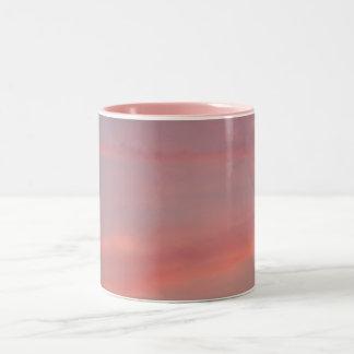 かわいらしいピンクの薄暗がり ツートーンマグカップ