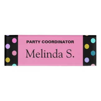 かわいらしいピンクの黒い紙吹雪の点のパーティーの名札 名札