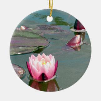 かわいらしいピンクの《植物》スイレンのオーナメント 陶器製丸型オーナメント