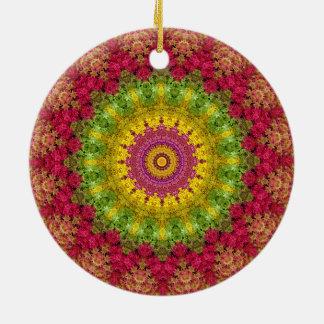 かわいらしいピンクの、黄色および緑の花の曼荼羅の芸術 陶器製丸型オーナメント