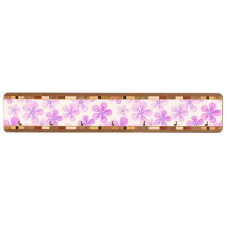 かわいらしいピンク及び紫色のデイジー キーラック