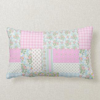 かわいらしいピンク犬バラの模造のなパッチワークのLumbarの枕 ランバークッション