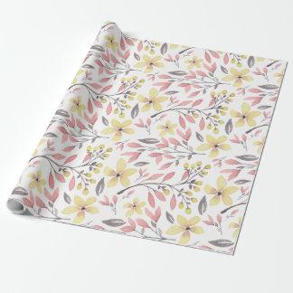 かわいらしいピンク、黄色、および灰色の花のパターン(の模様が)ある ラッピングペーパー