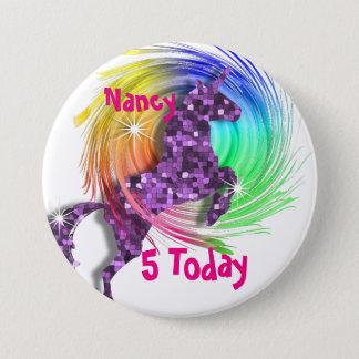 かわいらしいファンタジーの虹のユニコーンの名前入りな年齢 7.6CM 丸型バッジ