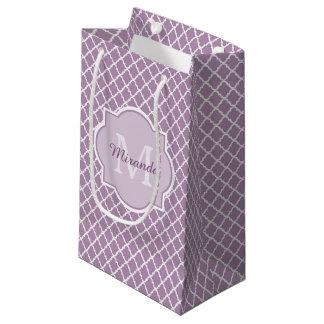 かわいらしいラベンダーの紫色のクローバーのモノグラムのな名前 スモールペーパーバッグ