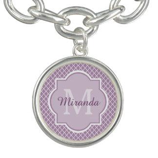 かわいらしいラベンダーの紫色のクローバーのモノグラムのな名前 ブレス