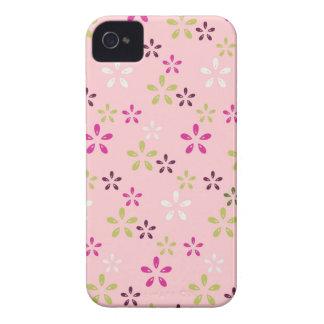 かわいらしいヴィンテージのパステル調ピンクおよび紫色の花柄 Case-Mate iPhone 4 ケース