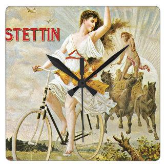 かわいらしい女の子の乗馬のヴィンテージの自転車 スクエア壁時計