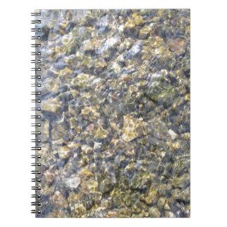 かわいらしい川小石および水 ノートブック