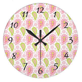 かわいらしい春のペイズリー ラージ壁時計