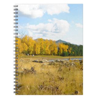 かわいらしい秋の景色 ノートブック