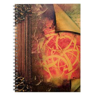 かわいらしい種族のファンタジーの古代巻の魔法の本 ノートブック