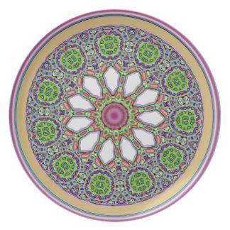 かわいらしい紫色および白いデイジーの花のタイルのモザイク プレート