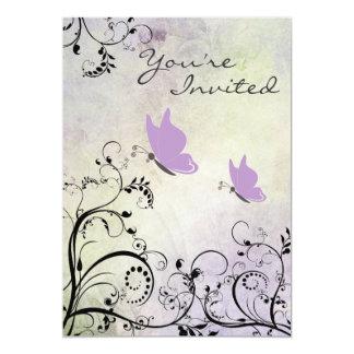 かわいらしい紫色の蝶ベビーシャワーの招待状 カード