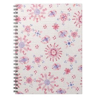 かわいらしい紫色及びピンクの繊細なデザインのノート ノートブック