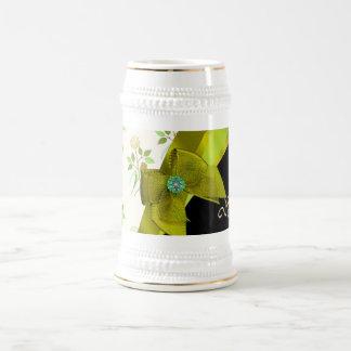 かわいらしい緑のヴィンテージの花の花模様 ビールジョッキ