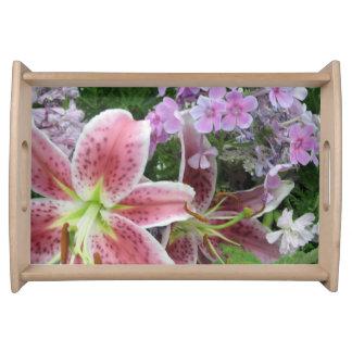かわいらしい花のトレイ トレー