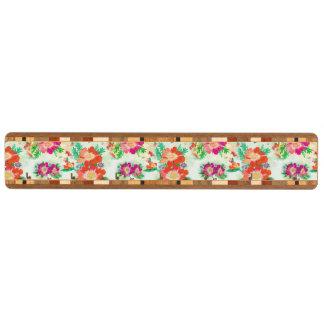 かわいらしい花模様の壁紙パターン キーラック