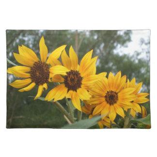 かわいらしい4および明るく黄色いヒマワリの花 ランチョンマット