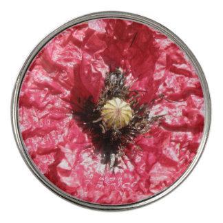 かわいらしく赤いケシの花のマクロゴルフ・ボールのマーカー ゴルフボールマーカー