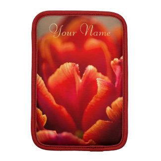 かわいらしく赤いチューリップの花びらの写真。 あなたの名前を加えて下さい iPad MINIスリーブ