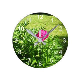 かわいらしく赤いバラ ラウンド壁時計