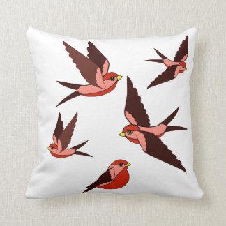 かわいらしく赤い鳥、飛行、モデル、野生の歌の鳥 クッション