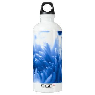 かわいらしく青い花の終わり ウォーターボトル