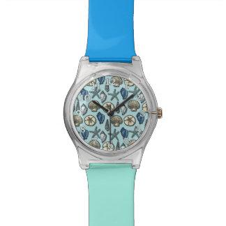 かわいらしく青い貝のヒトデの海パターン 腕時計
