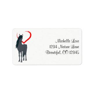かわいらしく黒い馬および赤いハートの住所 ラベル