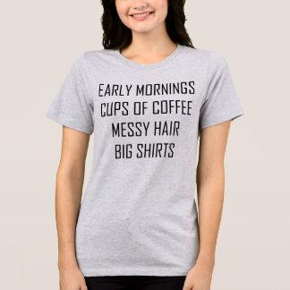 きたない毛の大きいワイシャツ早朝のコーヒー Tシャツ