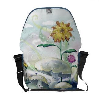 きのこおよび花 メッセンジャーバッグ