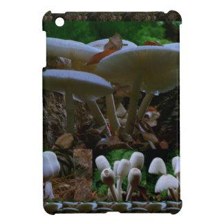きのこ: 野生の菌類の花はnの共有の喜びを楽しみます iPad mini カバー