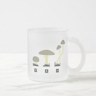 きのこ(食糧、毒、高い) フロストグラスマグカップ
