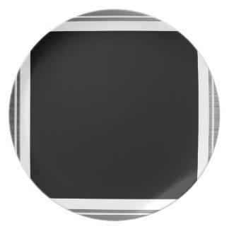 きれいな銀製の金属端のボーダー プレート