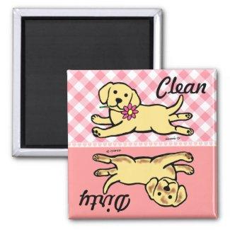 きれいな/汚れたラブラドルの黄色い子犬 磁石