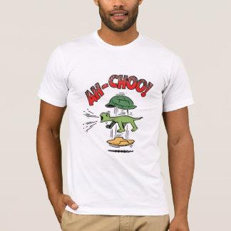 くしゃみをするカメ Tシャツ