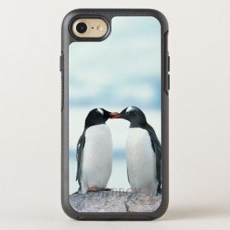 くちばしに触れている2羽のペンギン オッターボックスシンメトリーiPhone 8/7 ケース