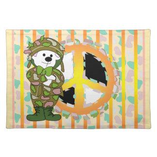 くまの兵士のピースサインのランチョンマットの布 ランチョンマット