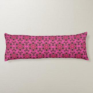 くもの牙のショッキングピンクの抱き枕 ボディピロー
