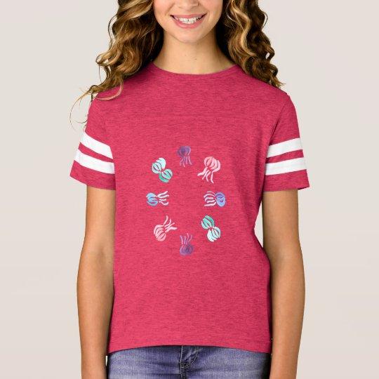 くらげの女の子のフットボールのTシャツ Tシャツ