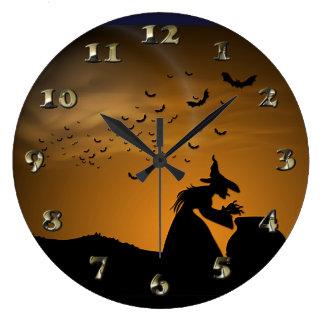 こうもりが付いているハロウィンの魔法使いそして大がま ラージ壁時計