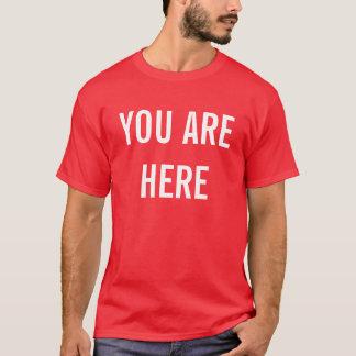 ここにいます Tシャツ
