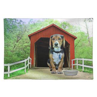 こっけいなサンディの入り江の屋根付橋の犬小屋 ランチョンマット