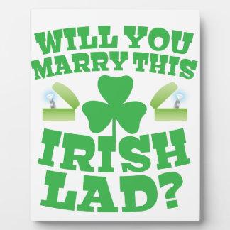 このアイルランドの若者と結婚しますか。 フォトプラーク