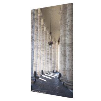 このイメージは聖者の柱廊玄関の中で撮られました キャンバスプリント